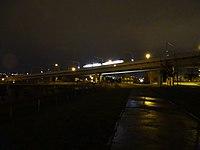 Krejcárek, tramvajový most, v noci.jpg