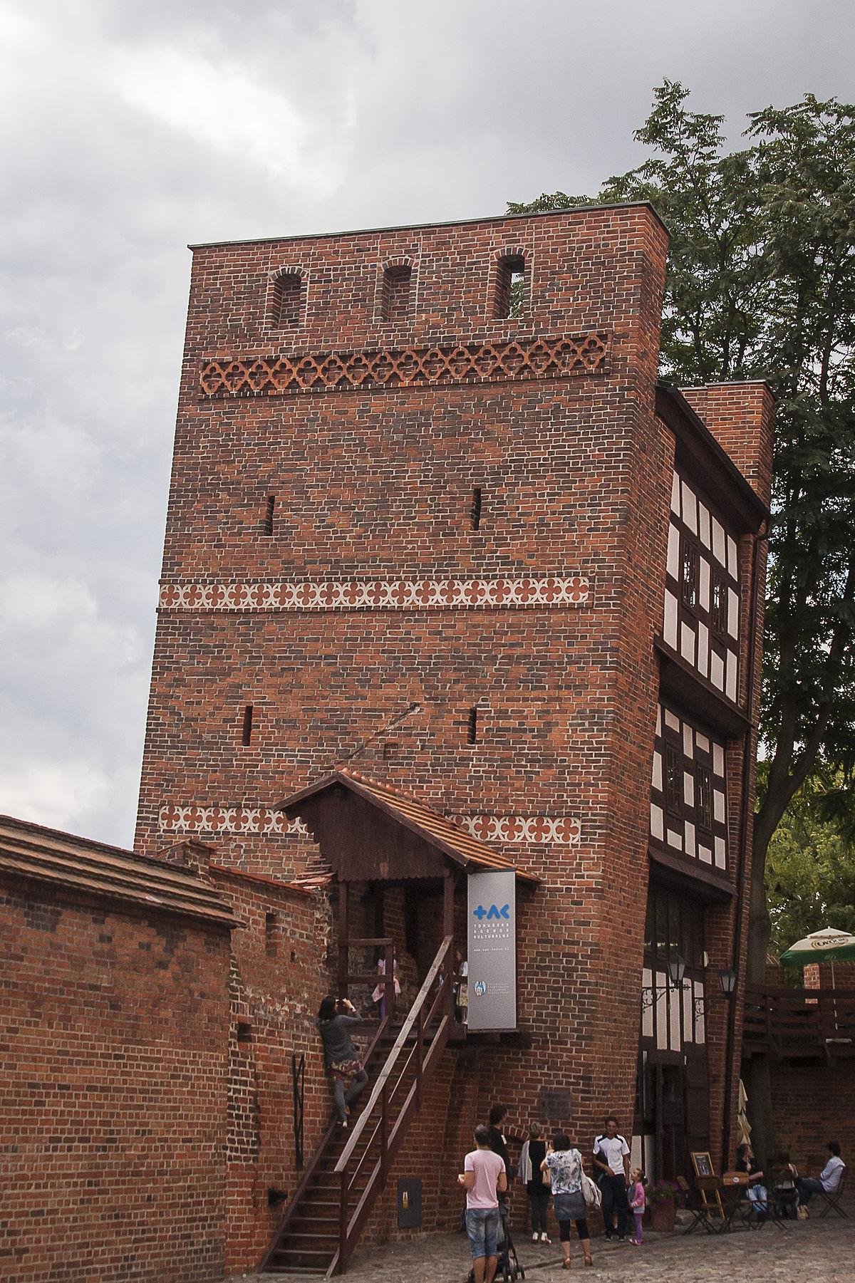 Krzywa wieża.jpg