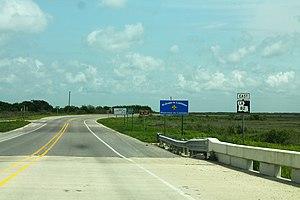 Louisiana Highway 82 - Image: LA82East Road Sign State Border