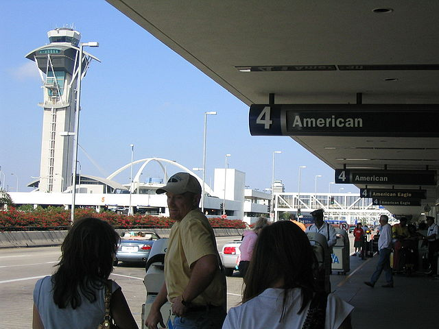 LAX Airport Busy By Coolcaesar.Coolcaesar at en.wikipedia [GFDL (www.gnu.org/copyleft/fdl.html) or CC-BY-SA-3.0 (http://creativecommons.org/licenses/by-sa/3.0/)], from Wikimedia Commons