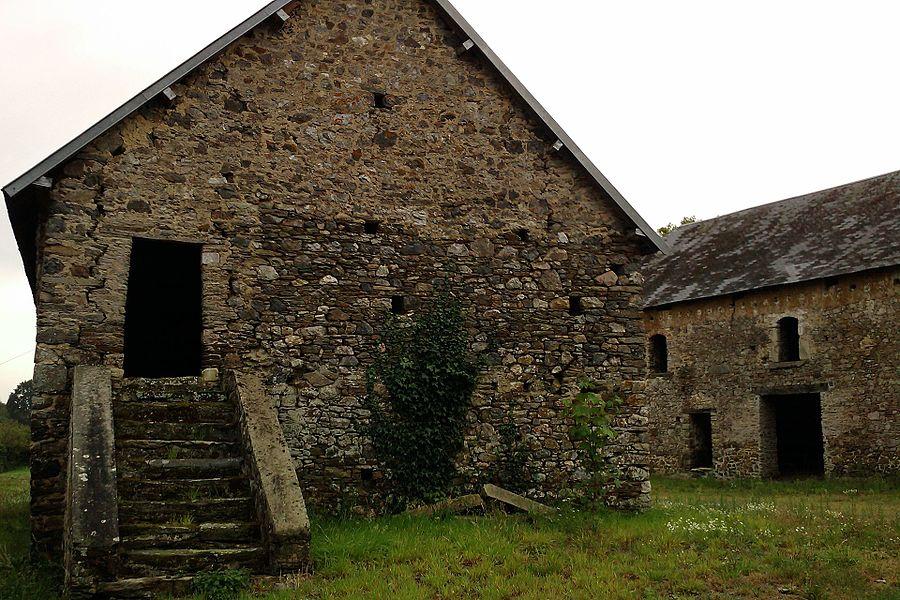 Dépendances du château du Bas-Marais (XVIIIe) - fr:La Chapelle-en-Juger