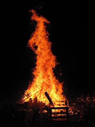 Lag BaOmer - A Lag BaOmer bonfire, symbol of the holiday