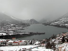 Lago di Barrea (winter).JPG