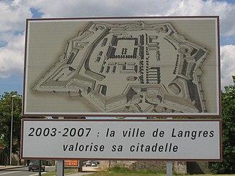 Langres - Image: Langres entry
