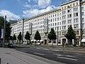 Large building on Ernst-Reuter-Allee - geo.hlipp.de - 5464.jpg
