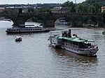 Lodě u Karlova mostu, z Mánesova mostu.jpg