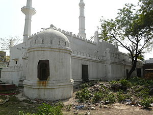 Sri Aurobindo Marg - A Lodhi Mosque at Adh Chini