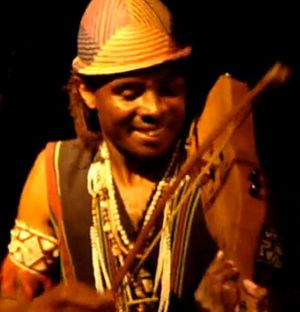 Antandroy - The lokanga played by a member of the group Vilon'androy