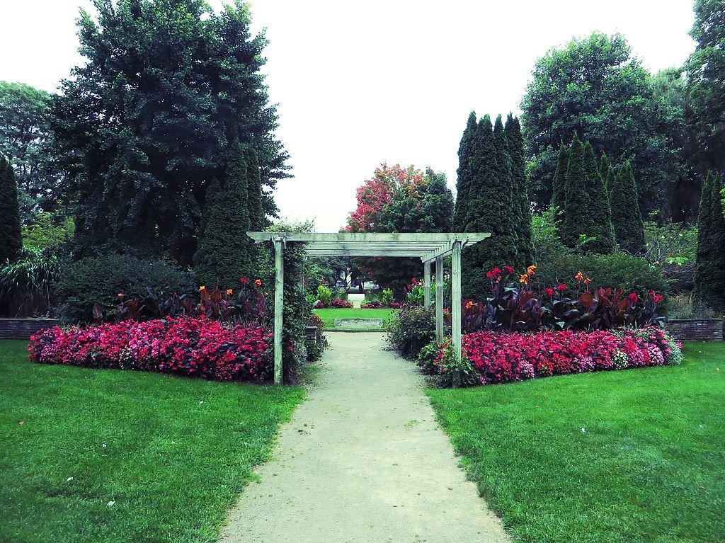 File:London Peace Garden, London, Ontario (21813159172).jpg ...