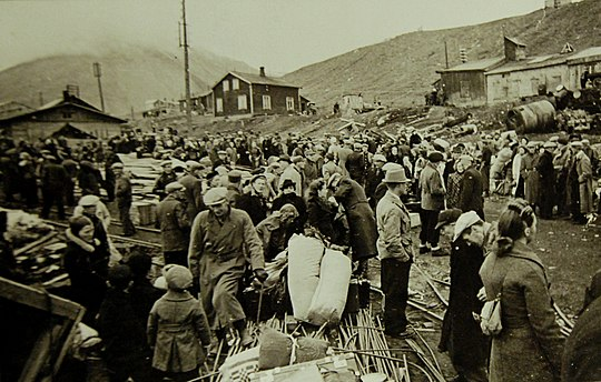 Norwegian population readying for evacuation from Longyearbyen Lot 11609-2 (22417951105).jpg