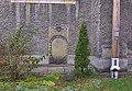 Lubawka, kościół pw. Wniebowzięcia NMP, epitafium w murze kościelnym, krzyż misyjny PICT9380.JPG
