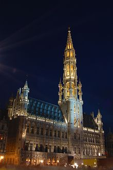 il Municipio gotico nella Grand Place di Bruxelles.