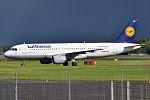 Lufthansa, D-AIQA, Airbus A320-211 (16456965605) (2).jpg