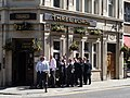 Lunch pint in City of London - panoramio.jpg