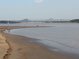 Luokou yellow river railway bridge north shore view.jpg