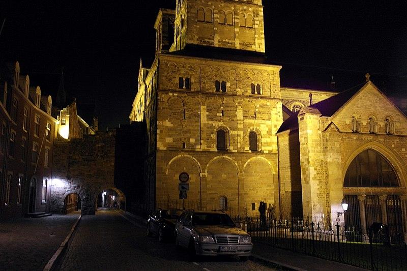 File:Maastricht, Henric van Veldekeplein bij avond02.JPG