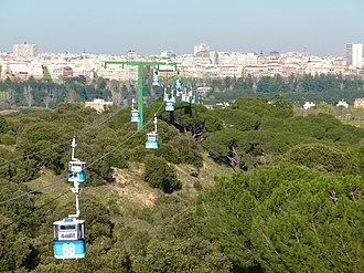 Teleférico de Madrid - The gondola lift with the city behind