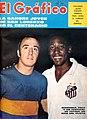 Madurga (Boca) y Pelé (Santos) - El Gráfico 2624.jpg