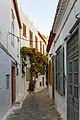 Malerische Straßen auf Hydra (44869980761).jpg