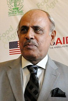 Malik Rafique Rajwana at an Agricultural Partnership at Expo in Lahore (41151147234) (cropped).jpg