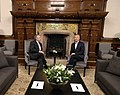 Mauricio Macri recibe al presidente electo Alberto Fernández 02.jpg