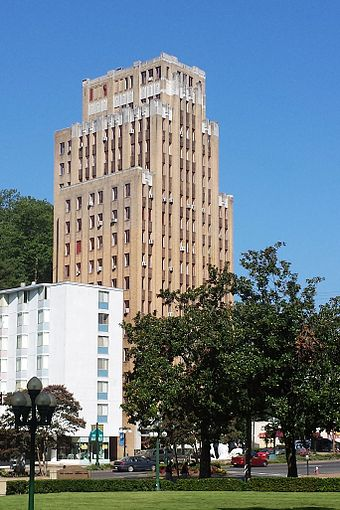 The Medical Arts Building towers over Central Avenue. Medical Arts Building 001.jpg