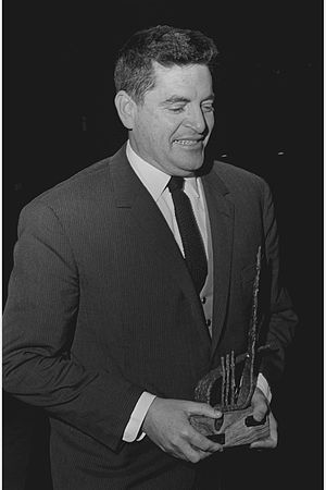 Menahem Golan - Menahem Golan awarded Kinor David 1964