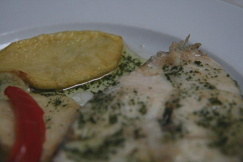 File:Merluza (salsa verde).jpg