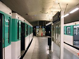 Metro de Paris - Ligne 3 bis - Gambetta 03