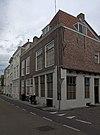 foto van Pand met rechte gevel, die twee huizen combineert