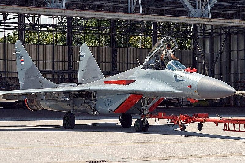 MiG-29 Fulcrum 800px-Mikoyan-Gurevich_MiG-29B_(9-12B)_Serbian_AF