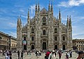 Milan Duomo with tourists in Piazza.jpg