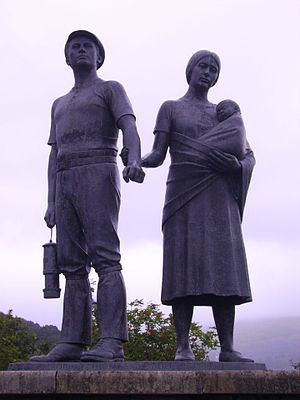 Commemorative statue to the Miners of the Rhon...