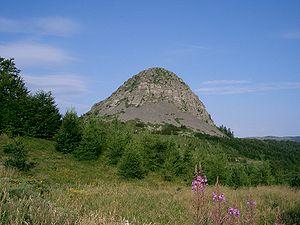 Mont Gerbier de Jonc - Image: Mont Gerbier de Jonc (en venant de St Martial au nord est)