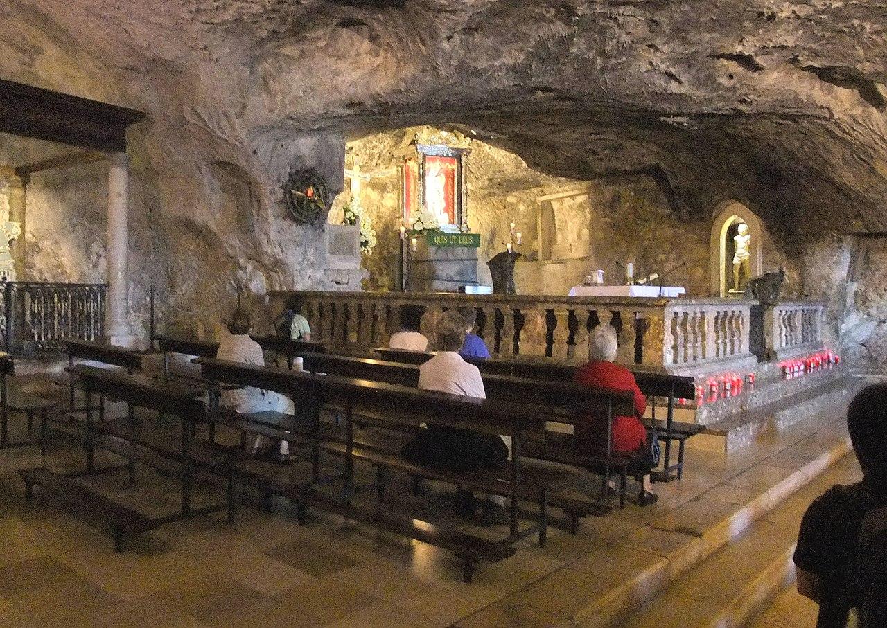 Monte Sant'Angelo-Basilika03.jpg