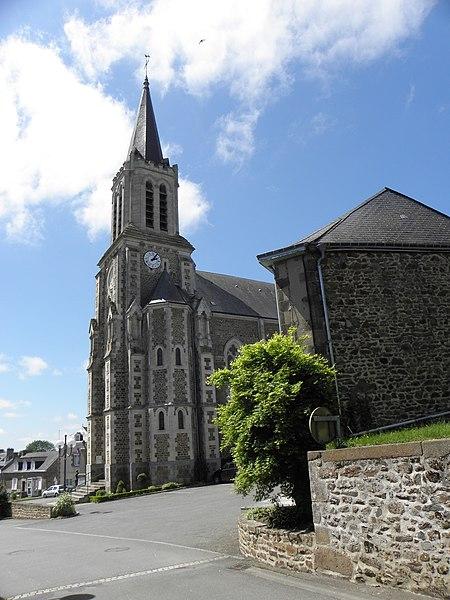 Église Saint-Gervais et Saint-Protais de Montenay (53).