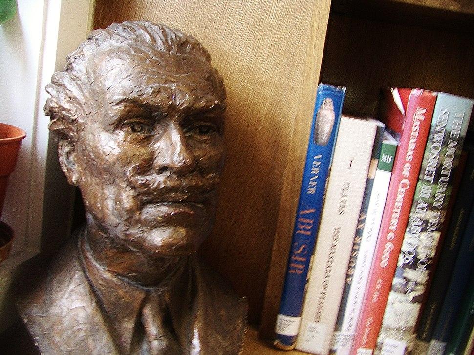 Mortimer Wheeler bust