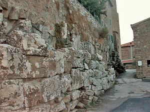 Vetulonia - Cyclopean wall of the Mura dell'Arce.