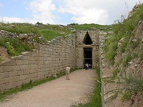 Entrada a la «tumba de Agamenón» en Micenas