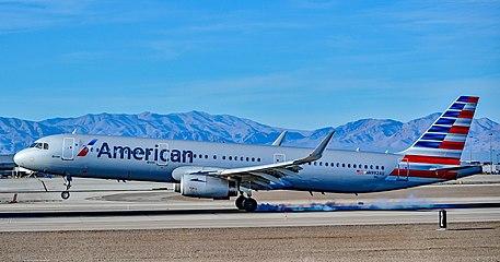 N992AU American Airlines 2016 Airbus A321 (2017).jpg