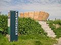 Nationaal park Lauwersmeer info zuil en een nieuw bankje.jpg