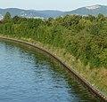 Neckarkanal in Ilvesheim, im Hintergrund der Steinbruch von Schriesheim - panoramio.jpg