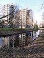 Nijmegen Dukenburg, Valckenaerflats Lankforst zich spiegelend in voorm. kasteelgracht.JPG