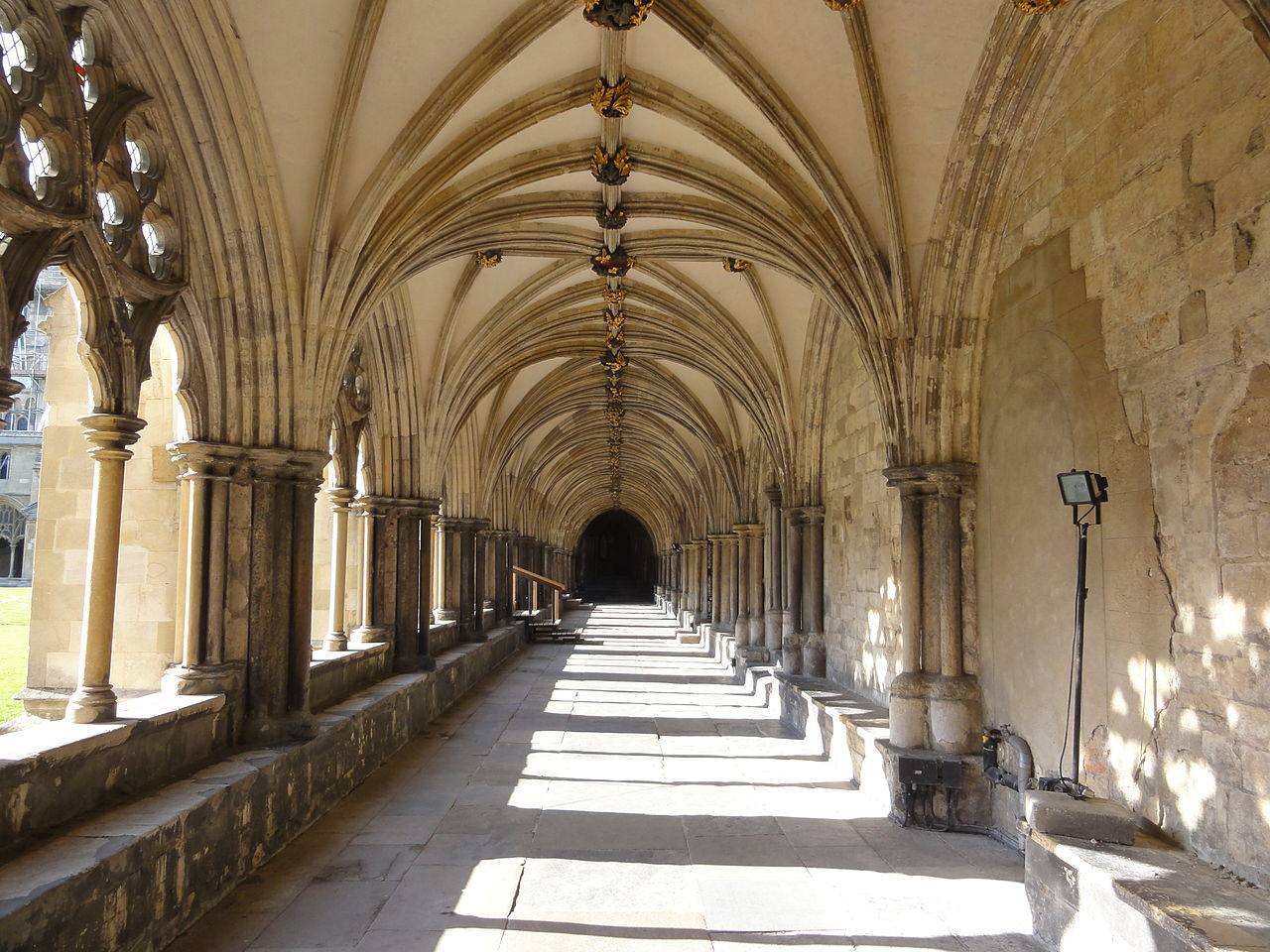 File:Norwich Cathedral cloisters.jpg - Wikimedia Commons