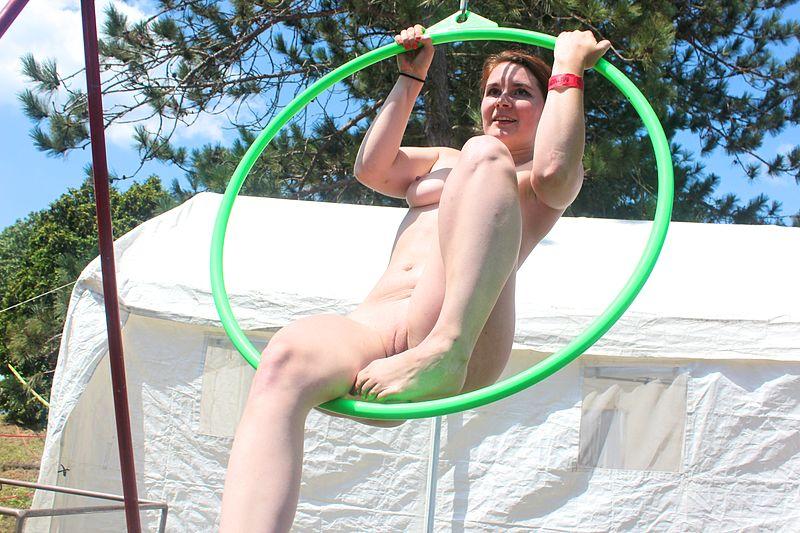 File:Nude gymnastics 01.jpg