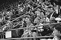 Olympische Spelen te Rome, koningin Juliana tussen publiek op tribune bij turnen, Bestanddeelnr 911-5849.jpg
