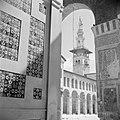 Omayaden moskee, de noordzijde van het voorplein met een minaret, Bestanddeelnr 255-5901.jpg