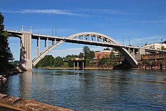 Oregon City Bridge - Image: Oregon City Bridge wide view from fishing dock (2013) 1