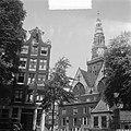 Oude Kerk te Amsterdam. Gezicht vanaf het Oudekerksplein, Bestanddeelnr 904-6258.jpg