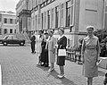 Ouden van Dagen defileren langs koningin Ouden van Dagen uit Medemblik, Bestanddeelnr 912-5938.jpg